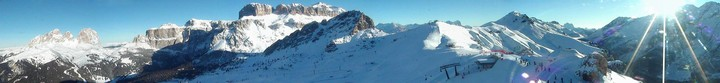 Interactive webcam Canazei - Belvedere - Altitude: 2.413 metres<BR>Area: Col dei Rossi<BR>Panoramic viewpoint: slopes and lifts outlook in direction of upper Val di Fassa. From the left side to the right side: ski area Col-Rodella (Sassolungo group, Torri del Sella, Sass Pordoi, Sass Bec�) ski area Belvedere-Canazei and&nbsp;Pordoi ...