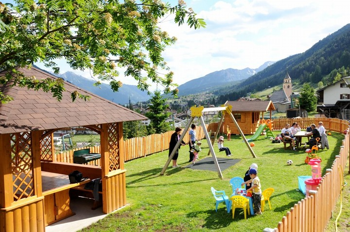 Fenced structure for children and adults with lots of games, sunbeds, deckchairs, rocking, barbeque, gazebo
