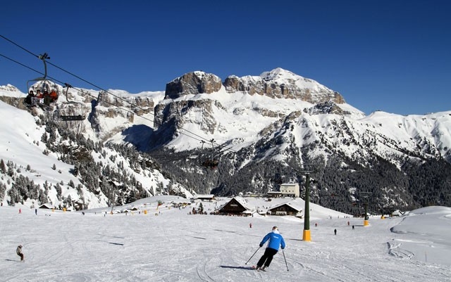The ski area is reachable by Ciampac cablecar from Alba di Canazei