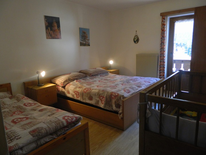 bedroom with double bed, single bed and cot