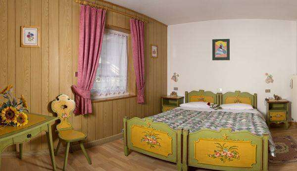 Bedroom with the possibility of twin or double beds all decorated in style Ladino.