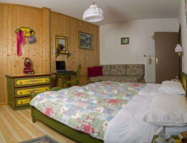 Room with the possibility of twin or double beds, all decorated in traditional Ladino.