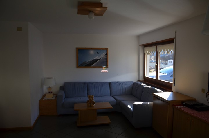 Holidays in the Dolomites of Val di Fassa. Apartment no. 1, 60 m2 for 4 people. Living room