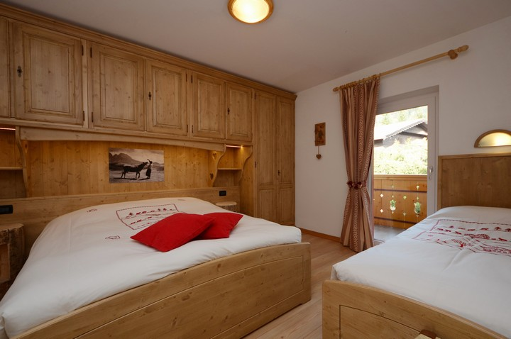 Double bedroom with one extra single bed