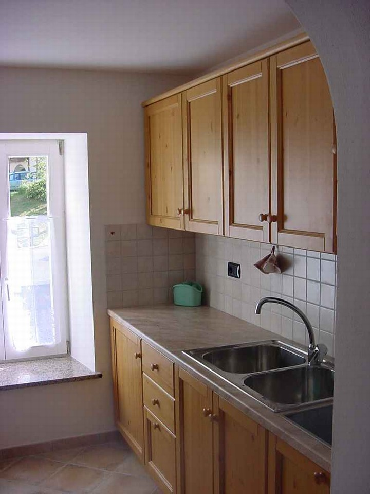 Fully furnished (pans, cutlery). Dishwasher and microwave oven.