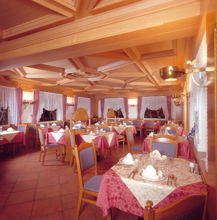 In the large and spacious dining room you can taste our cuisine, cared personally by the chef Cristiano
