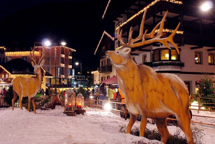 The Christmas atmosphere of the markets in Val di Fassa