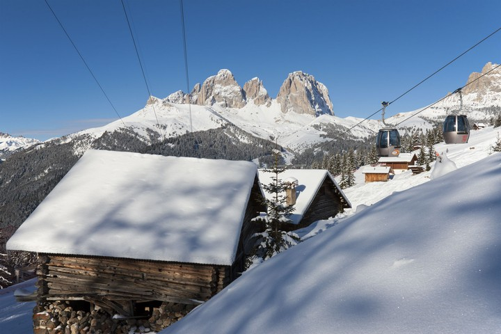 The skiarea is reachable from Canazei in a few minutes by cablecar or by car along route S.S. 48 of the Dolomites