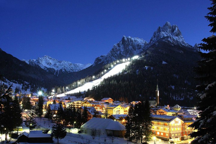 Skistadium Val di Fassa - Night skiing Aloch slope in Pozza