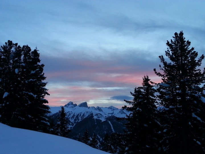 #TRENTINOSKISUNRISE: Snow and breakfast at first light