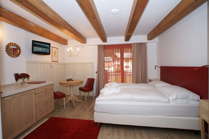 Double rooms, as well as our apartments, are comfortable and in typical alpine style