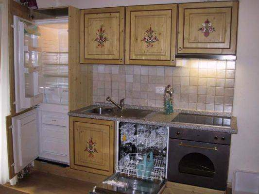 with everything you need: glass-ceramic, hob with oven, fridge, freezer, dishwasher and places free